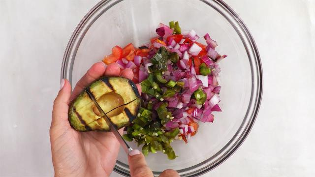 How to make a five-ingredient grilled guacamole