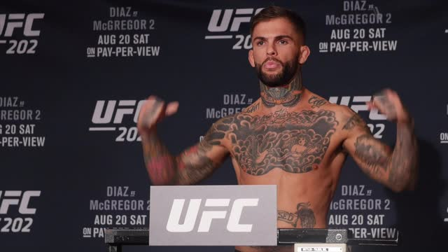 UFC 202 early weigh-In highlight