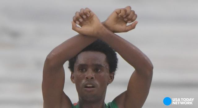Ethiopian marathoner makes statement at the finish line