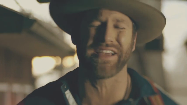 Country star Drake White recovering in hospital after almost collapsing on stage: reports