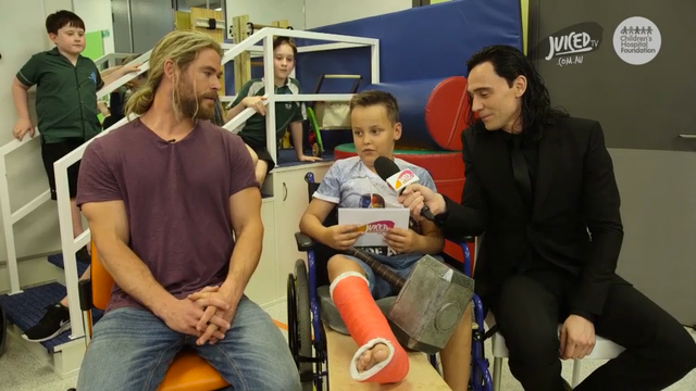 'Thor' stars visit sick children