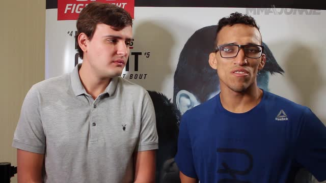 Charles Oliveira believes Anthony Pettis will provide quality opponent in featherweight debut