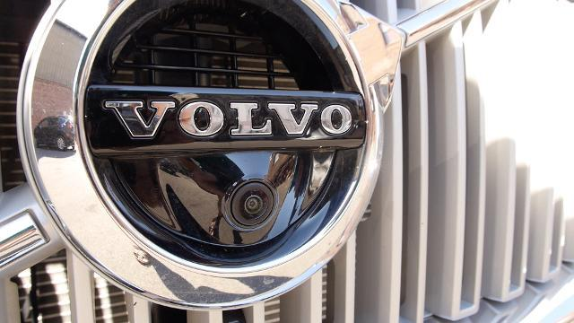 A hands-free test drive with a Volvo XC90