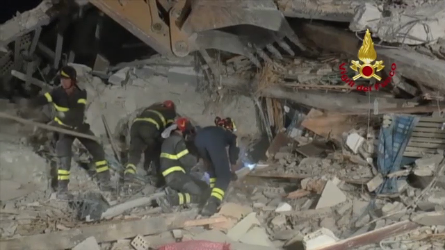 The Italian Fire Service has released more footage showing rescue teams working through the night to find survivors after Wednesday's earthquake. (Aug. 25)