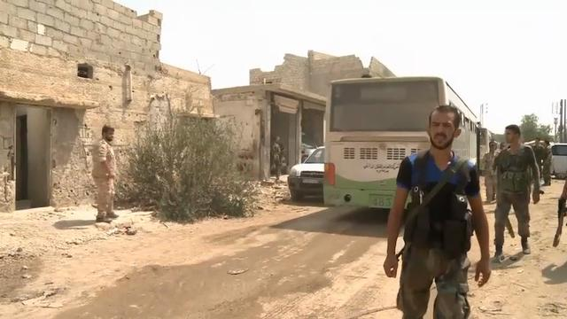 Raw: Syrian Evacuees Leave Daraya for Shelter