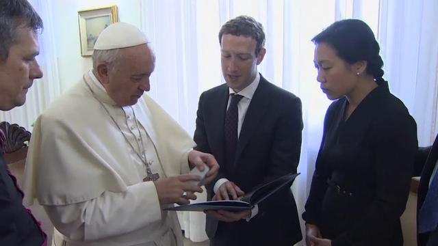 Raw: Pope meets Facebook founder Mark Zuckerberg