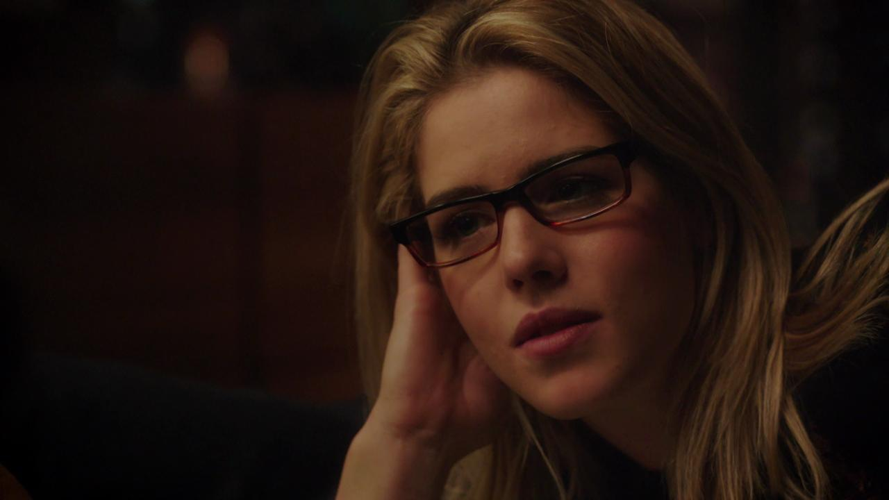 """An exclusive supercut shows the up and down lovelife of Oliver Queen (Stephen Amell) and Felicity Smoak (Emily Bett Richards) in a bonus feature from """"Arrow: The Complete Fourth Season."""""""