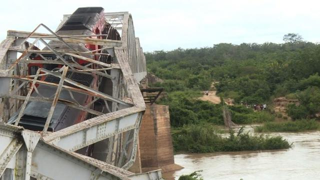 A metal bridge from 1910 on the Abidjan-Ouagadougou railway line collapsed as a freight train was travelling across it. There were no casualties. Video provided by AFP