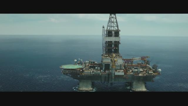 deep water horizon 'deepwater horizon' is based on the heroic response to the 2010 oil spill off the  gulf of mexico it stars mark wahlberg, kurt russell, gina.
