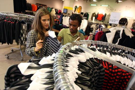 Sales at U.S. retailers dropped more than forecast in August, indicating a pause in recent consumer-spending strength that has carried the economy.