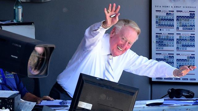 Vin Scully sings for fans after calling his final home game