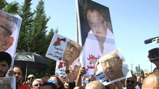 Protesters call for Jordan's government to resign over its failure to prevent the murder of Christian writer Nahed Hattar outside an Amman court. Video provided by AFP
