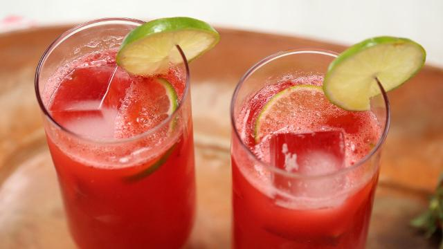 DIY strawberry margarita spritzers