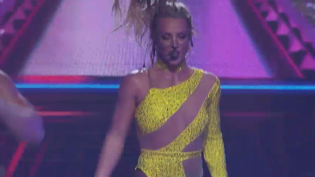 Britney wows fans in London
