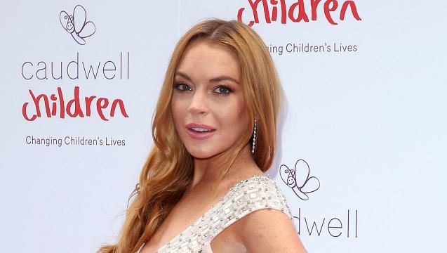 Lindsay Lohan says she cut off \u0022half [her] finger\u0022 in boating accident