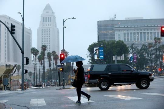 After Rains Fog Rolls Into Madison >> It S Raining In Los Angeles And People Are Losing Their Minds