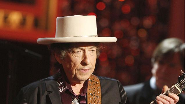 Bob Dylan doesn't Seem to care about his Nobel Prize