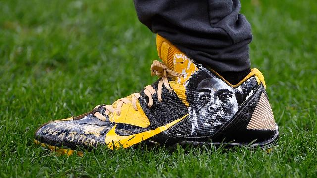 NFL forces Antonio Brown to remove Muhammad Ali cleats
