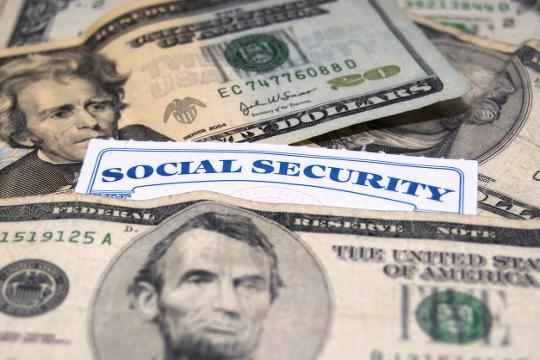 Average retired Social Security beneficiary to get measly $5 raise in 2017