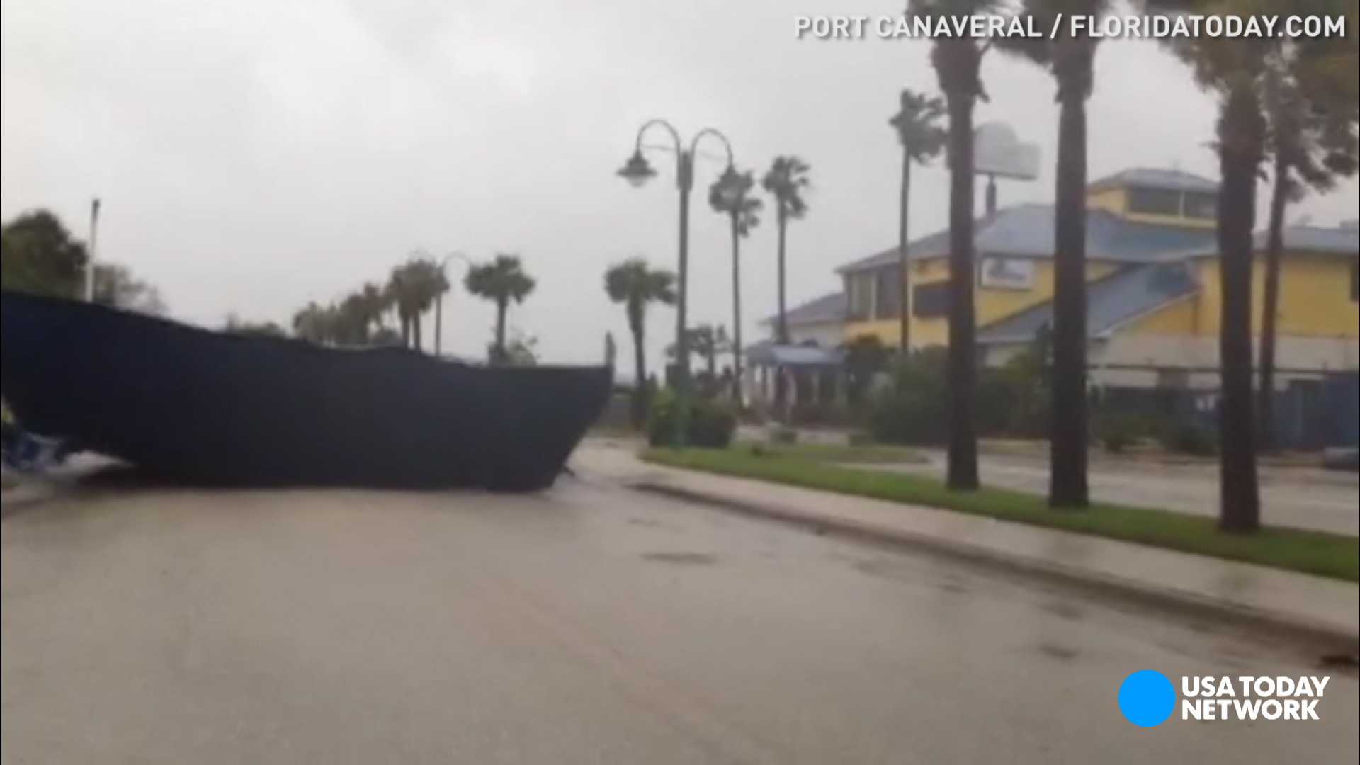 Hurricane Matthew roars into Florida