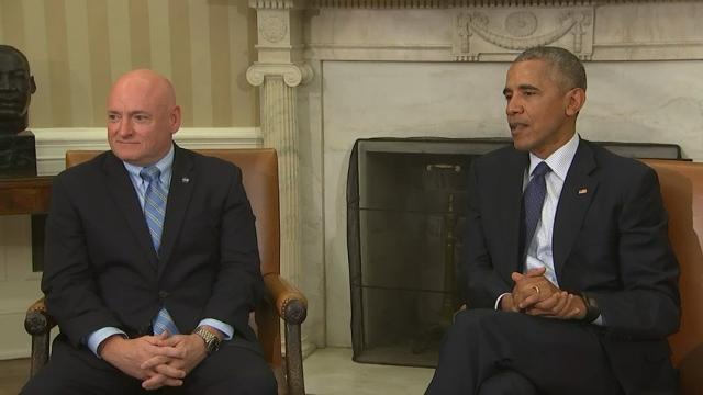 President Obama hosted twin brothers and former astronauts Scott and Mark Kelly at the White House on Friday, lauding both men for their contributions to U.S. space travel. (Oct. 21)