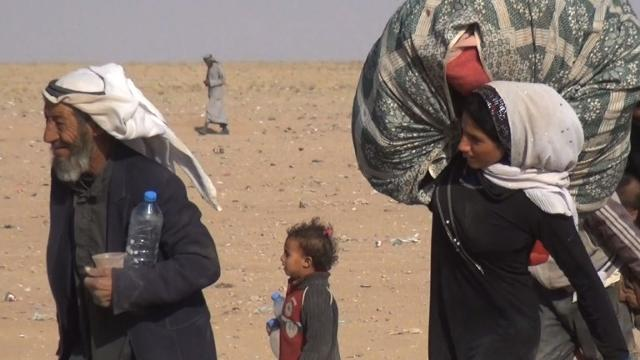 Hundreds fleeing Mosul terror now trapped at Syria border