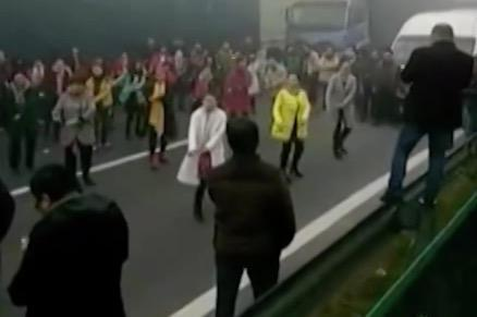 Traffic jam turns into dancing in the streets