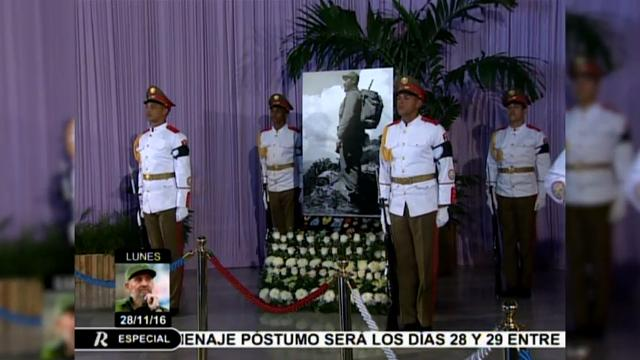 Thousands of Cubans pay homage to Castro