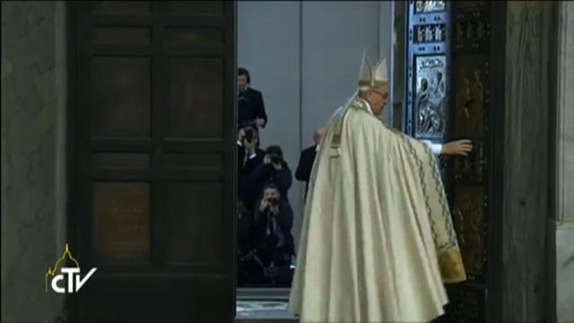 Pope shuts holy door after jubilee of hope for sinners