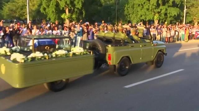 Castro's ashes travel across Cuba
