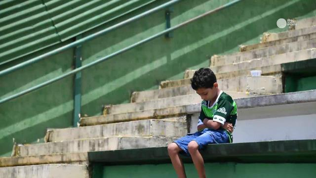 Fans gather to mourn loss of Chapecoense soccer team