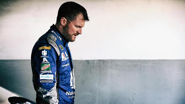 NASCAR Star Earnhardt Cleared to Race Again After Concussion