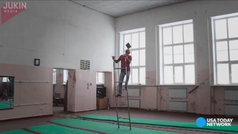 You'll be biting your nails while this man balances a tablet on his face while climbing a ladder, keeping it upright the entire time. Yes, you read that correctly.