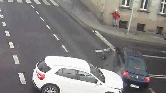 A lamp post saved a very lucky pedestrian in Poland from being hit by a speeding car that became involved in an accident in the central Polish city of Kalisz. Surveillance video showed the moment the cars collided - and the escape. (Dec. 2)