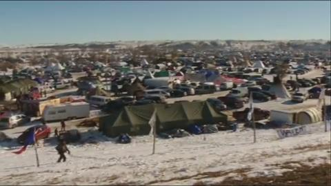 Army Corps of Engineers puts Dakota pipeline on hold