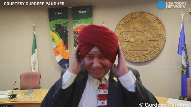 In an effort to promote diversity, Indian author Gurdeep Pandher, went through the step-by-step process of teaching his mayor how to wear a Sikh turban. The original video already has more than a million views.