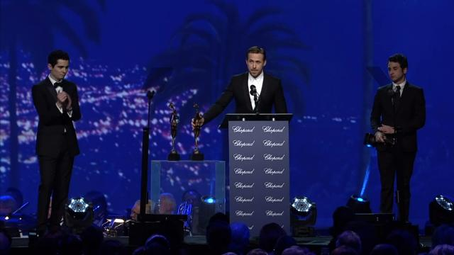 Ryan Gosling says Debbie Reynolds inspired the 'La La Land' cast, while accepting an award at the Palm Springs International Film Festival.