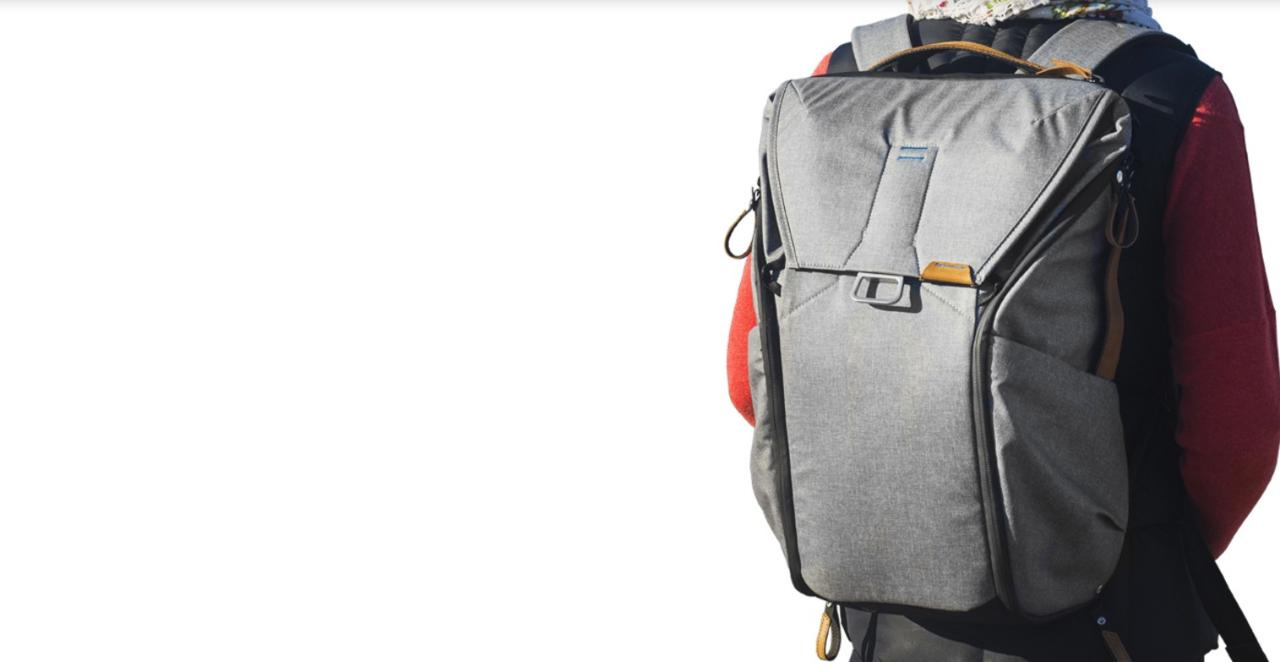 Unpacking Peak Design Everyday 30L backpack