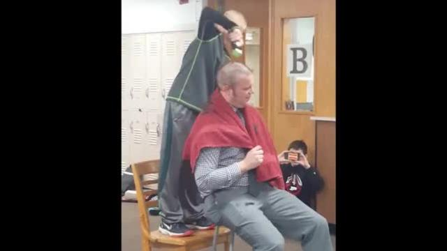 Principal shaves head to help bullied student