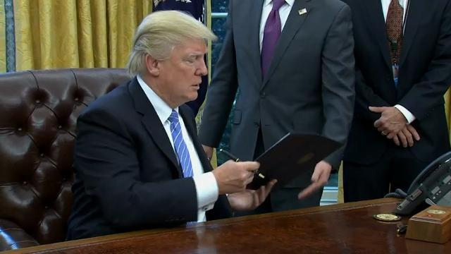 Trump signs 3 executive orders, pulls out of TPP