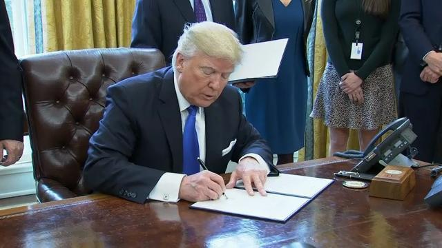 Trump Signs Executive Order on Oil Pipelines