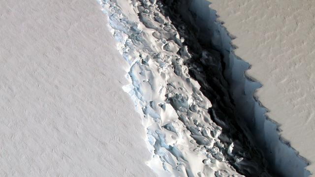 Giant Crack in Antarctic Ice Creating Giant Iceberg