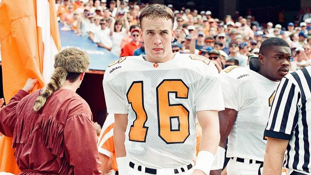 Manning, Spurrier highlight College Football Hall inductees