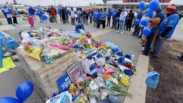 94-year-old Royals fan Maxine Bell is in hospice care, but that wouldn't stop her from honoring late Kansas City ace Yordano Ventura.