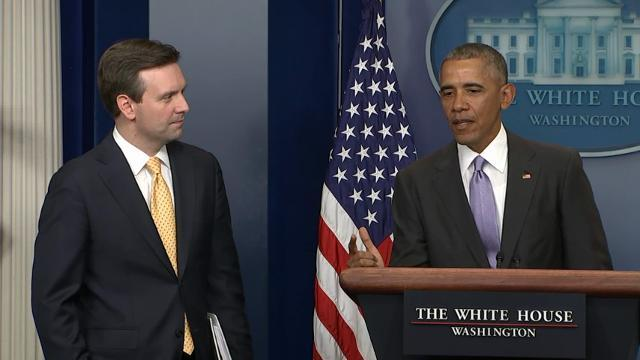 Obama praises Earnest during his last briefing
