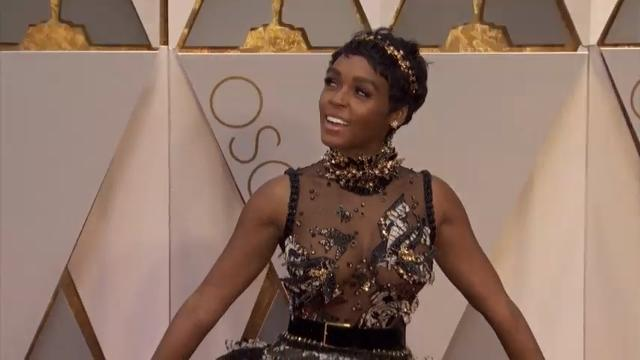 Stars shine on Oscar carpet