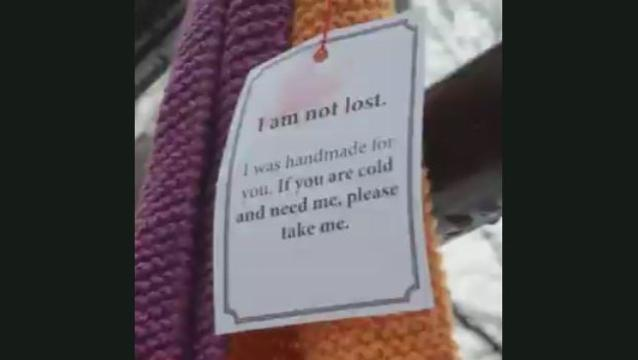 Handmade scarves and notes left for homeless to keep warm