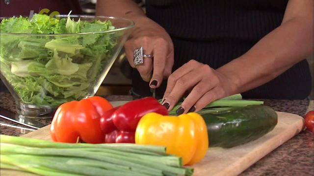 A new study shows eating fruits and veggies helped current and former smokers lower their risk of some lung diseases. Sean Dowling (@seandowlingtv) has more.