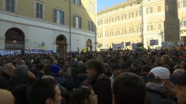 Raw: Rome Taxi Drivers Protest Uber