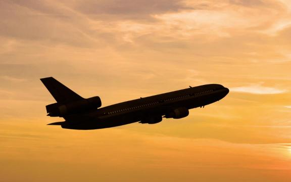 Five tactics to save on summer vacation airfares